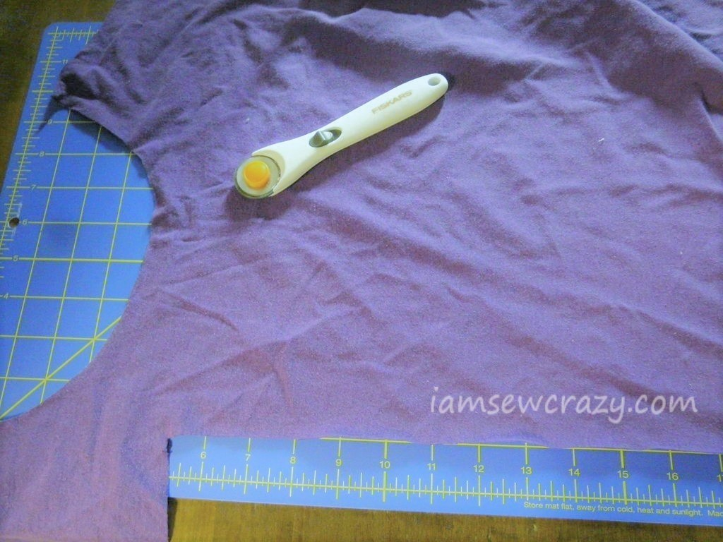 cutting a t-shirt into strips