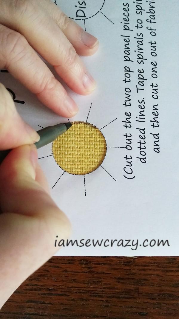tracing circles on fabric