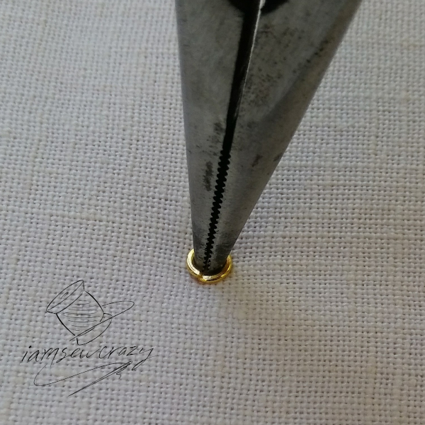 tip of pliers inserted into jump ring