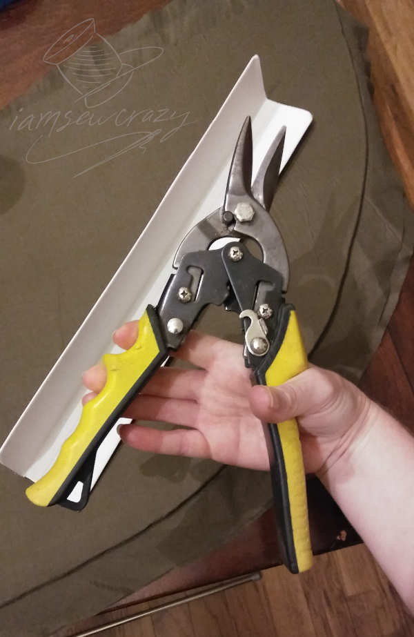 cutting cardboard right angle with aviation snips